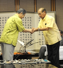 Defense Minister Kitazawa meets Governor to emphasize the policy to relocate the Futenma facilities to Henoko