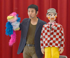 Ventriloquist encourages students at his alma mater