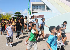 Pupils of the Second Futenma Elementary School carry out an evacuation drill for a possible helicopter crash