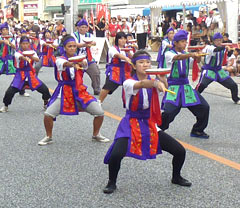 Children of Okinawan emigrants participate in 10000 people Eisa Dance Parade