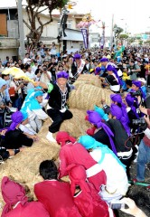 Itoman tug-of-war held to pray for abundance and fertility