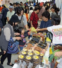Okinawa's Islands Fair kicks off - Stadium imbued with island flavor