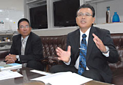 """Second-generation Okinawans appeal for continuation of Teachers Dispatch Program to Bolivia ― """"We may lose the spirit of <em>Uchina</em>"""""""
