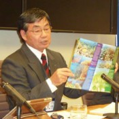 Nago Mayor delivers lecture in Washington, D.C. criticizing Japanese government