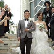 Nine Chinese couples have weddings in Okinawa ― Internet-based advertising of resort weddings