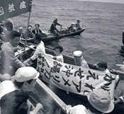 Looking back on the history of the reversion of Okinawa by recreating the meeting on the sea