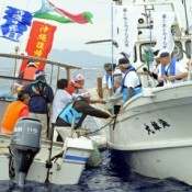 People of Kunigami and Yoron reunited on the sea 43 years after commemorating Okinawa's reversion to Japan