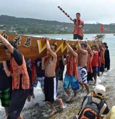 East team wins Ojima Island's dragon boat race