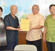 Irabu Dialects Dictionary presented to Miyakojima Mayor