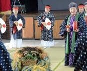 Women solemnly dedicate traditional dance <em>Chibana Usudeku</em>