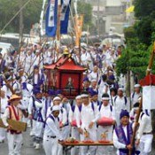 <em>Gan-go</em> Festival held at Takayasu in Tomigusuku