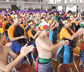 Taiwanese and Okinawan elementary school pupils carry out friendly exchange through traditional arts