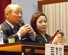 """Face things head on and never give up""  - father and daughter Olympic medalists talk at Tomigusuku High School"