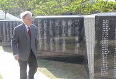 Donald Keene visits the Cornerstone of Peace in Itoman