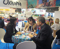 Okinawa Convention & Visitors Bureau sets up Okinawa booth at business expos in Spain and Taiwan