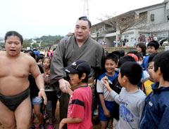 Yokozuna Harumafuji starts training camp in Tomigusuku