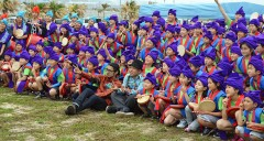 Children from Fukushima perform <em>Eisa</em> in Tomigusuku