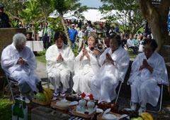 <em>Noro</em> prays for Naha dragon boat race at Tomigusuku Castle ruins