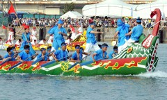 Naha team wins traditional dragon boat race
