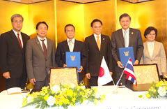 Agreement to use Thai rice for <em>awamori</em> brewing
