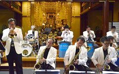 Jazz performed at Golden Hall in Futenma Temple