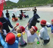 Tonaki Island holds children's annual water sports festival