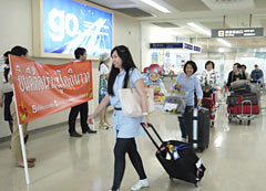 Thai tourists visit Okinawa