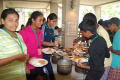 Okinawan and Sri Lankan students meet on Tokashiki