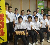 Aguni Junior High School students create ice cream containing salt