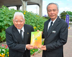 Higa publishes conversation book written in Shimakutuba and English