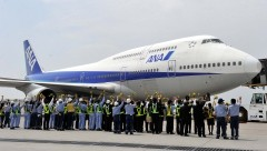 ANA's jumbo jet makes final flight from Naha to Haneda