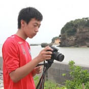 A high school student films and interviews protesters against the Henoko relocation