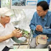 Former Prime Minister Hatoyama visits Henoko