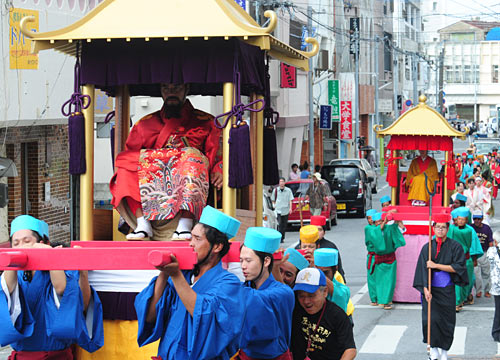 Futenmagu shrine pilgrimage parade from Ryukyu era revived