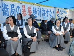 Eight nuns from Tokyo and Miyazaki Prefecture take part in protest against Henoko
