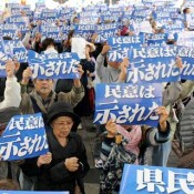 2,200 protesters surround OPG buildings and demand Okinawa Govenor Nakaima