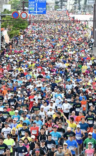 20,029 people complete the 30th Naha Marathon