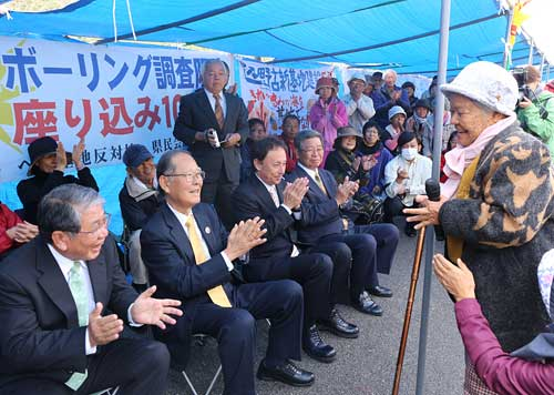 Newly elected House of Representatives members report their victories to residents' sit-in Henoko