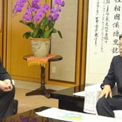 Hewlett-Packard Vice President meets Okinawa Governor, with eye on Okinawa for business expansion in Asia