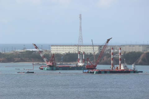 Large floating devices introduced in Henoko: 40 citizens hold a protest rally