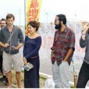 Young foreign scholars and journalist encourage sit-in protesters