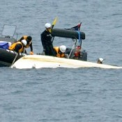 JCG officers board craft carrying Henoko protesters, making it capsize