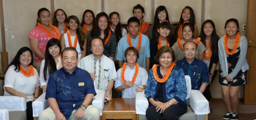 Hawaiian high school students visit to learn about Okinawa