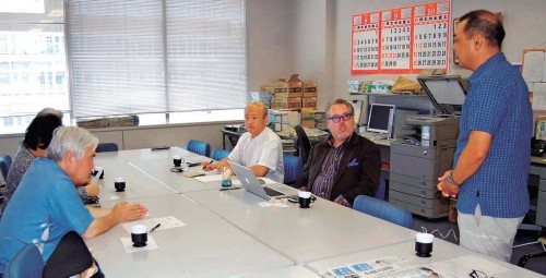 Director of US peace organization visits Okinawa