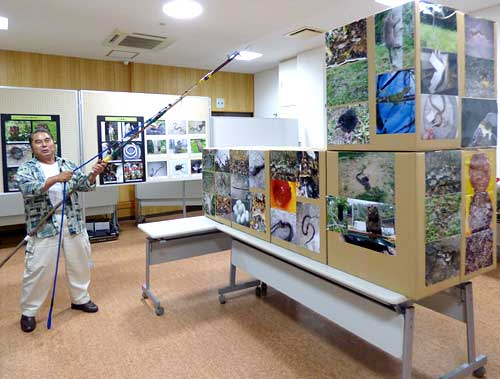 Habu-hunter Makishi opens a photo exhibit