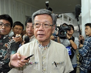 Gov. Onaga revokes former governor's approval of landfill in Henoko