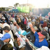 1,000 people gather in front of Camp Schwab gate to celebrate 500 days of sit-in