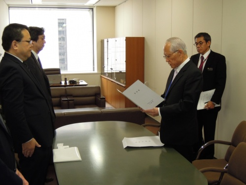 Japanese government responds positively to appeal for Okinawa war damages to be included in nationwide report