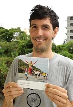 Jesse Whitehead of New Zealand publishes photography book featuring Okinawan proverbs
