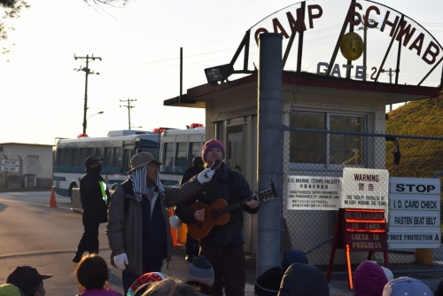 Henoko: American peace movement participant Loan directs song to those inside base